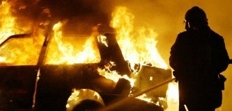 A French Firefighter extinguishes a burning car after vandalism acts during new year's celebrations in the eastern french city of Strasbourg late Decem ber 31, 2004. Important police forces has been deployed in the city to try t o check what has become a New Year's tradition of burning cars in Strasbour g's suburbs. Strasbourg, FRANCE - 31/12/2004