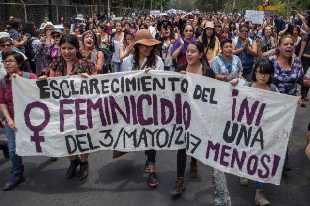 Marchan en protesta contra la violencia de genero en la UNAM.